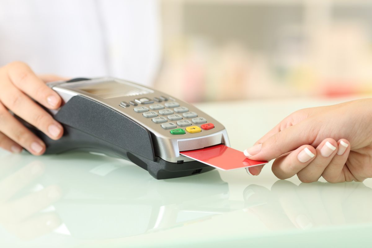 Client paying with credit card reader in a pharmacy
